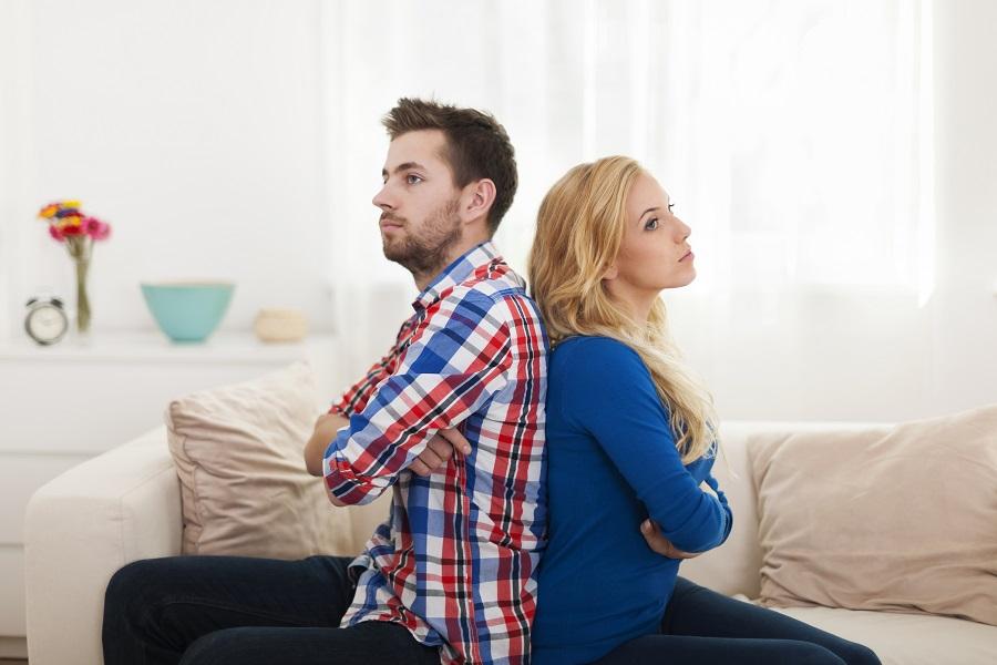cine-ramane-in-casa-dupa-divort